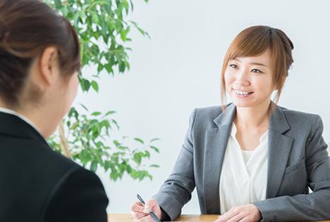 画像:相談する女性